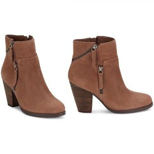 VINCE CAMUTO Hinnegan Zippered Brown Leather Boots